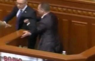 Ukrayna Başbakanı'na Güllü Saldırı