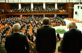 Meclis'te İlginç Görüntüler
