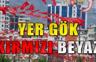 İzmir, Bayraklarla Süsleniyor