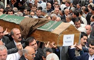 Seyfi Teoman'ın Cenazesi Toprağa Verildi