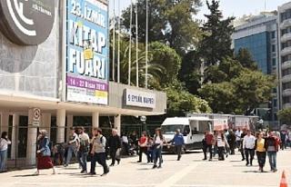 İzmirlilerden kitap fuarına yoğun ilgi
