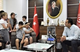 Başkan Atila'ya 'minik' ziyaret