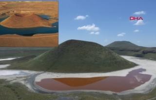 'Dünyanın nazar boncuğu' Meke Gölü...