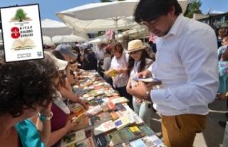 Foça'da geleneksel kitap şenliği