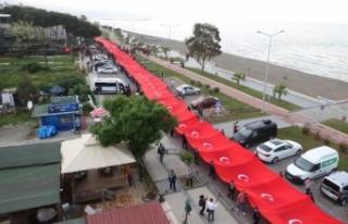 Samsun'da 1919 metrelik Türk bayrağı dalgalandı