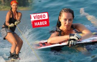 Sörf yaparak moral depoluyor