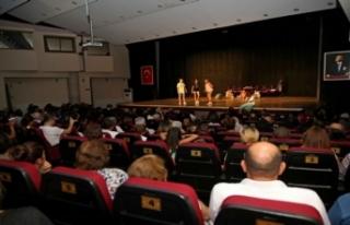 Tiyatronun yıldızları 23 yıldır Karşıyaka'dan...