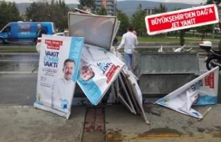 Afişleri çöpe atılan Dağ: Siyasi baskı var