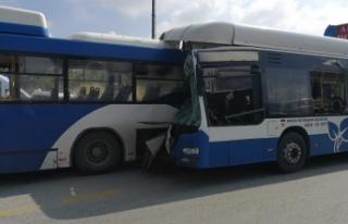 Ankara'da belediye otobüsleri çarpıştı:...