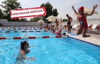 Bayraklı'da havuza büyük ilgi