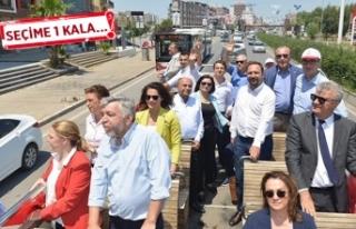 CHP'nin İzmir vekil adaylarından otobüsle...