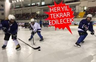 İzmir'de buz hokeyi heyecanı