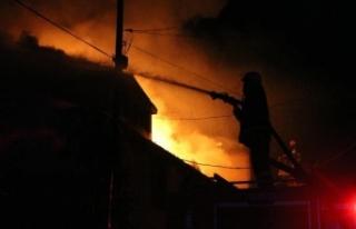 Yangın, bayramda 3 aileyi evsiz bıraktı