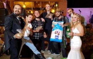 Düğüne Mamalarla Geldiler!