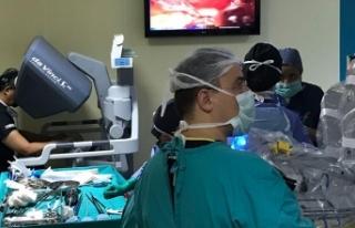 Ege Üniversitesi'nde Robotik İzsiz Tiroid Ameliyatı