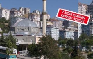 İmam camiye gelmeyince, cemaat imamın peşine düştü!