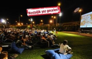 İzmir'de nostalji günleri: Açık havada sinema...