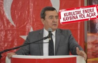 Kurultay tartışmalarına Batur da katıldı