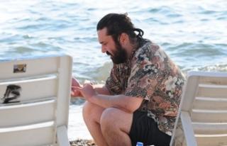 Ünlü şarkıcı, halk plajını tercih etti