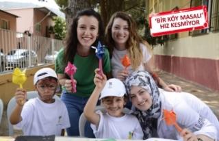 İzmir'in gönüllü gençleri köylere çıkarma...