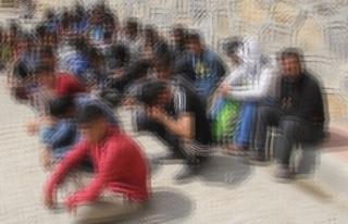 İzmir'de 15 göçmen son anda kurtarıldı