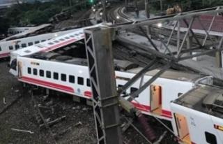 Asya ülkesinde tren raydan çıktı! 17 ölü!