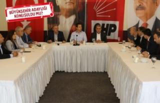Seçim öncesi CHP İzmir'de kritik zirve