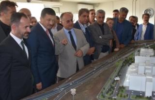 AK Parti'li Dağ'dan şehir hastanesi inşaatında...