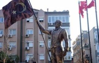 Atatürk'e benzemeyen heykel yeniden tasarlanacak