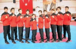 Beş İzmirli Avrupa sahnesinde ! İzmirli teakwondocular...