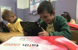 İzmir EBA tablet dağıttı