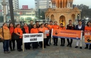 İzmir Saat Kulesi'nde turuncu farkındalık