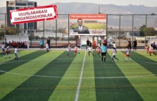 Bornova sporda markalaşıyor