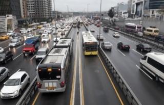 Metrobüs arızalandı, vatandaşlar yürüdü!