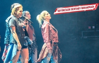 Seyirciler Sertab'ı bırakmadı
