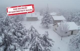 İzmirliler kar hasretini giderdi