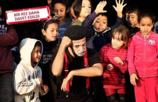 Karşıyakalı pandomimci Tunus'u büyüledi