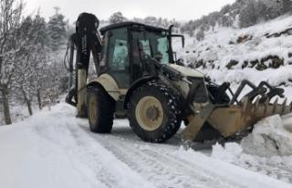 Kiraz'da karla mücadele