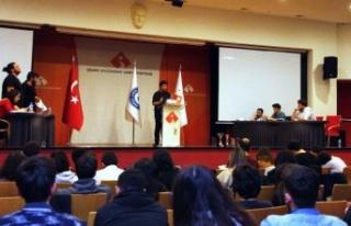 İzmir Ekonomi'de gençler münazara turnuvası...
