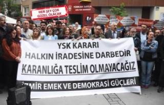 İzmir'de, 'İstanbul kararı' protestosu