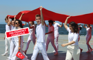 İzmirli öğrencilerden 19 Mayıs kutlaması