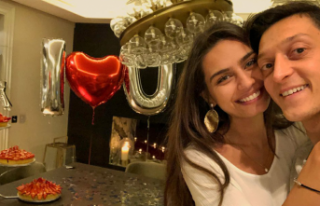 Amine Gülşe-Mesut Özil çiftinden örnek davranış