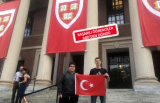 Bayraklılı öğrenciler Harvard'ta sunum yaptı