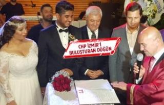 CHP İzmir'i buluşturan düğün!