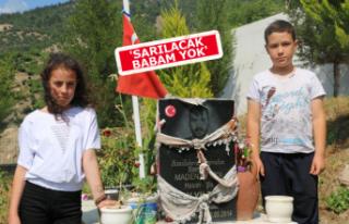 Soma'da acı gün: Babalarının mezarlarını...