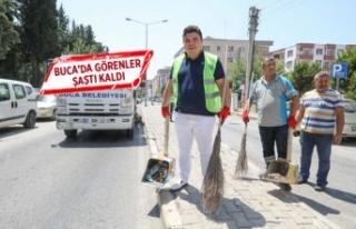 Başkan Kılıç, işçilerle birlikte çöpleri topladı