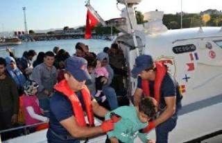 Foça ve Çeşme'de toplam 93 kaçak göçmen...