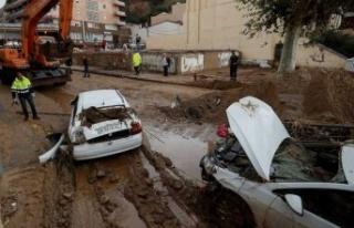İspanya selle boğuşuyor: Ölü ve kayıplar var!