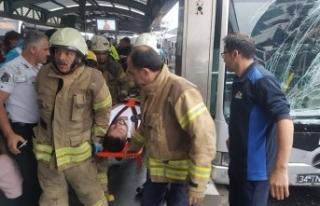 İstanbul Haramidere'de metrobüs kazası: 8...