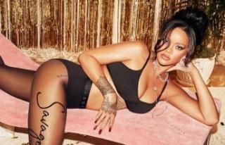 Rihanna'dan iç çamaşırlı poz!